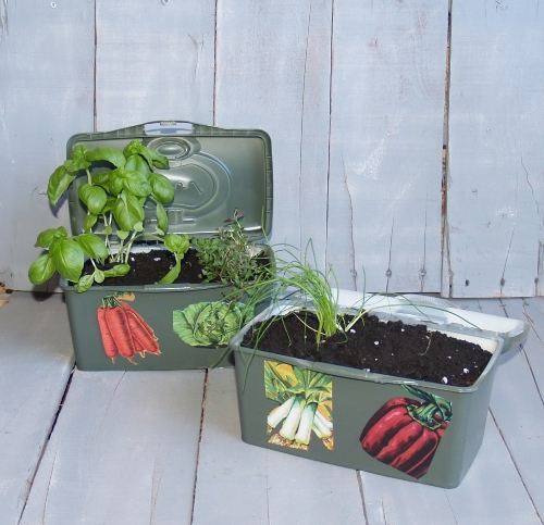 Plastic Wipes Container to Planter from Kelli's Kitchen