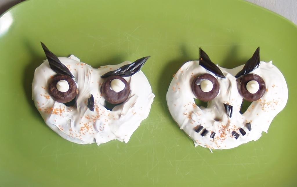 Pretzel Owls for Halloween - Kelli's Kitchen