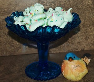 Melt-In-Your-Mouth Mint Meringues #cookieofthemonth
