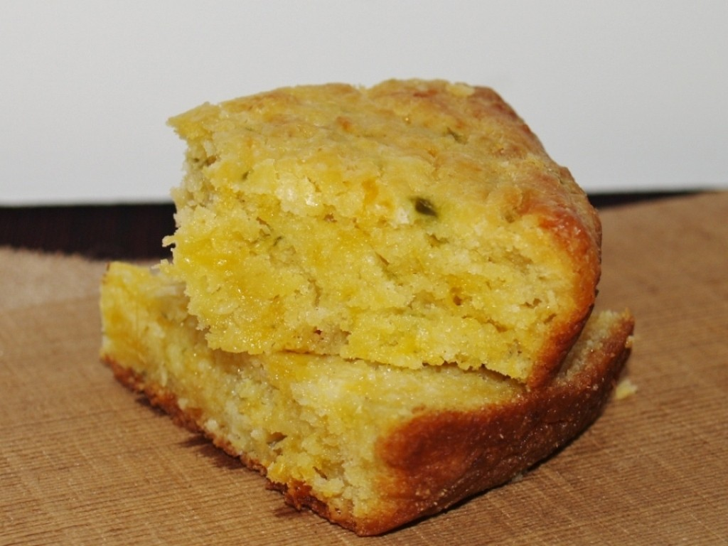 Best Cornbread Ever Moist cornbread recipe with cheese bacon and jalapeno peppers. - Kellis Kitchen