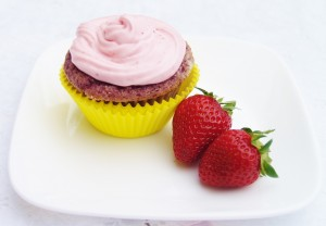 Fresh Strawberry Cupcakes and Frosting #bloggerCLUE