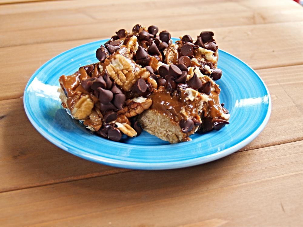 Chocolate Salted Caramel Pecan Oatmeal Bars